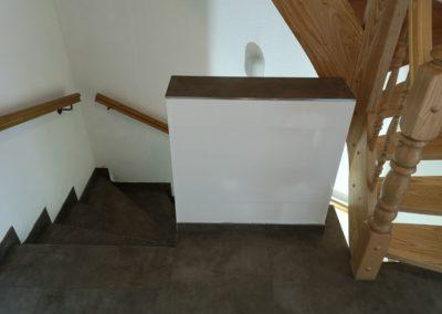 Fliesenarbeit an Treppe
