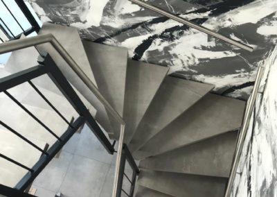 Treppe mit Fliesenstufen